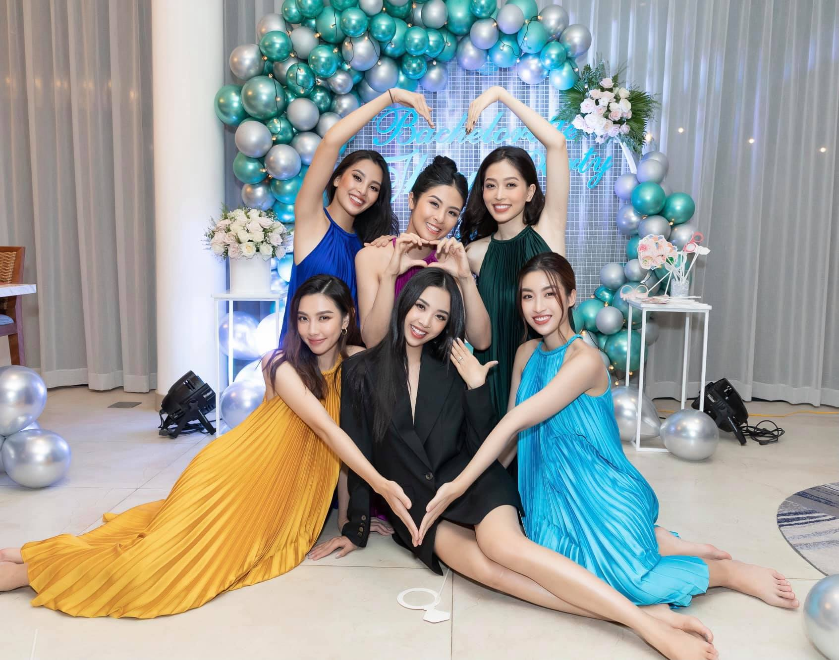 Second best Thuy An organized a farewell party for the single life before the wedding day, the group of friends with the hottest beauty in Vbiz is