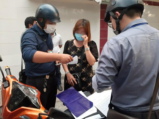 TP.HCM: Tụ tập nhậu ngoài vỉa hè không đeo khẩu trang, nhóm người bị xử phạt 6 triệu đồng - ảnh 3