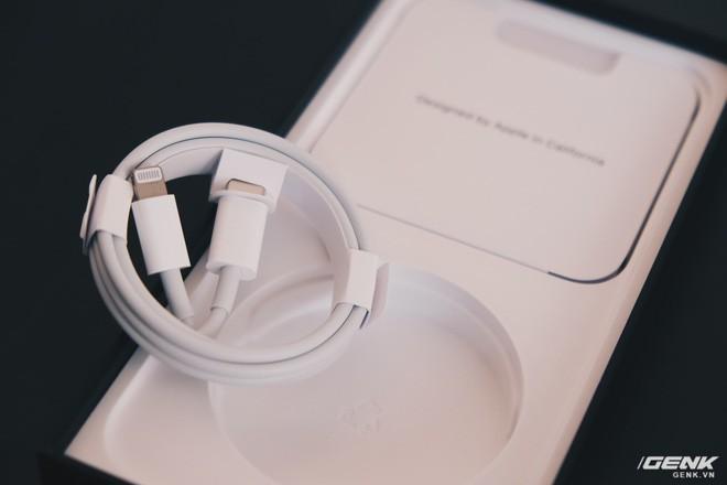 Đánh giá củ sạc Apple 20W đang cháy hàng tại Việt Nam: Giá cao nhưng chẳng có gì đặc biệt - ảnh 1