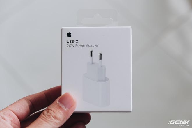 Đánh giá củ sạc Apple 20W đang cháy hàng tại Việt Nam: Giá cao nhưng chẳng có gì đặc biệt - ảnh 2