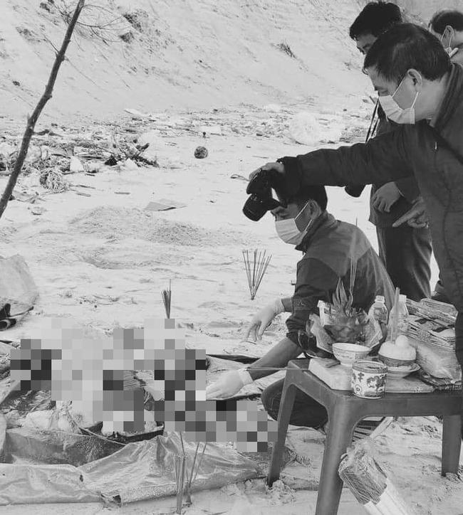 Bàng hoàng phát hiện thi thể không tay, chân nghi là người ngoại quốc bên bờ biển ở Thừa Thiên Huế - ảnh 1