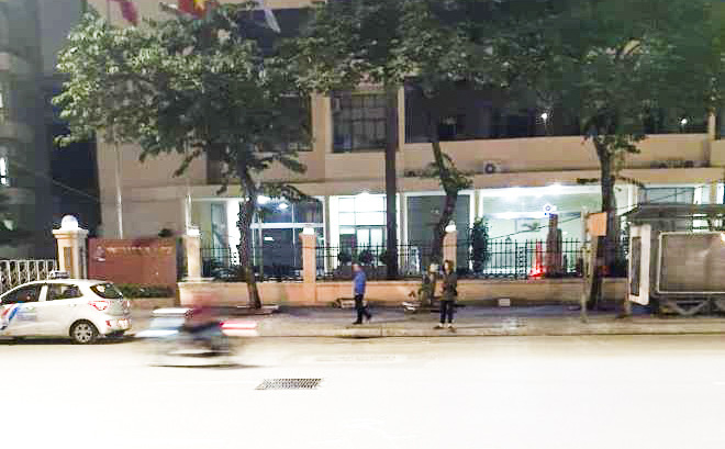 Hà Nội: Công an điều tra vụ người đàn ông 70 tuổi nằm chết bất thường giữa phố - ảnh 1
