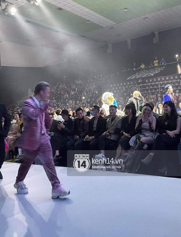 Clip: Binz bắn rap bên Soobin nhưng sao cứ mất tập trung, hoá ra mắt cứ dán chặt vào Châu Bùi tại hàng ghế khách mời Fashion Week - ảnh 3