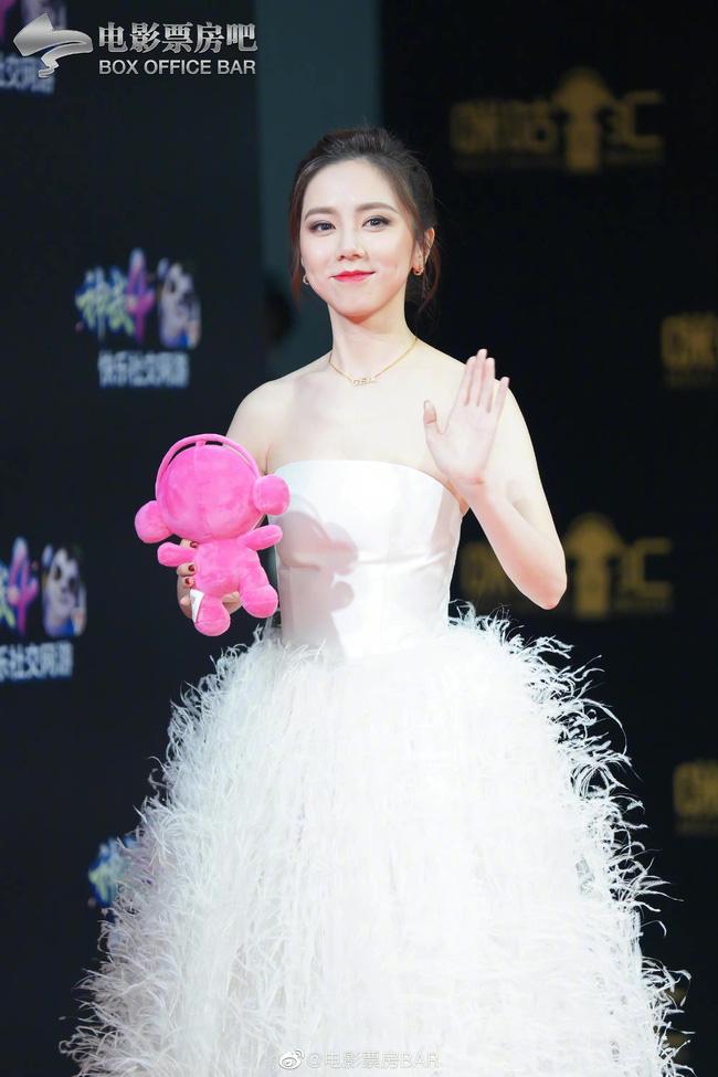 Dàn sao Hoa ngữ đổ bộ thảm đỏ Migu Music Awards 2020: Tình tin đồn của Lisa Thái Từ Khôn chiếm trọn spotlight nhờ mái tóc bạch kim thần thánh - ảnh 4