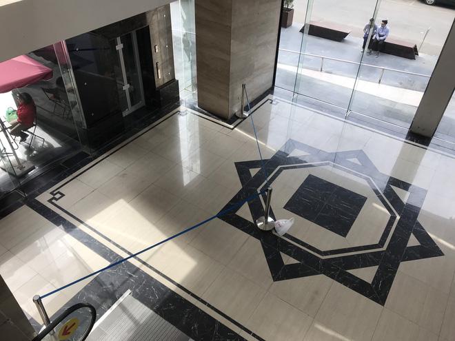 """Vụ người đàn ông rơi từ tầng 2 thang máy chung cư xuống đất ở Hà Nội: """"Thang do chủ đầu tư lắp đặt thêm, sai thiết kế và vận hành chui"""" - Ảnh 4."""