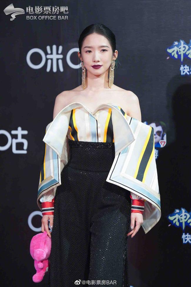 Dàn sao Hoa ngữ đổ bộ thảm đỏ Migu Music Awards 2020: Tình tin đồn của Lisa Thái Từ Khôn chiếm trọn spotlight nhờ mái tóc bạch kim thần thánh - ảnh 5