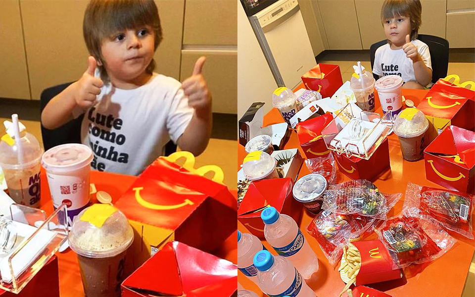 """Cậu bé 4 tuổi lén lấy điện thoại mẹ order 2 triệu tiền thức ăn nhanh, khi bị phát hiện liền có biểu cảm """"chất như nước cất"""""""