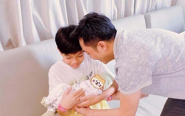 Chỉ đăng 1 bức ảnh cuối tuần, Hà Hồ đã hé lộ được luôn thái độ của Subeo đối với 2 em sinh đôi - ảnh 4