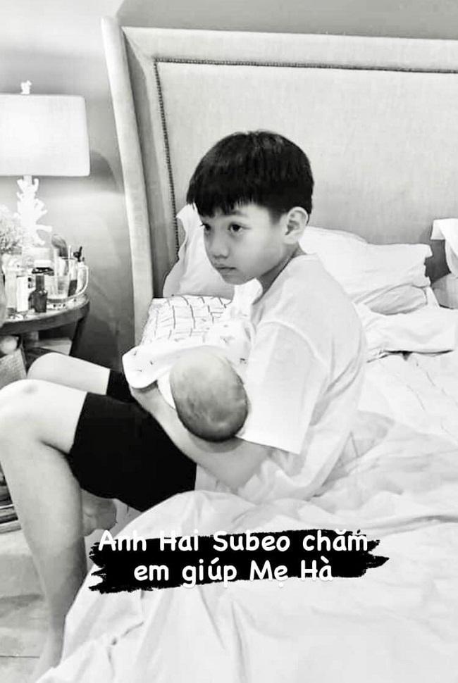 Chỉ đăng 1 bức ảnh cuối tuần, Hà Hồ đã hé lộ được luôn thái độ của Subeo đối với 2 em sinh đôi - ảnh 2