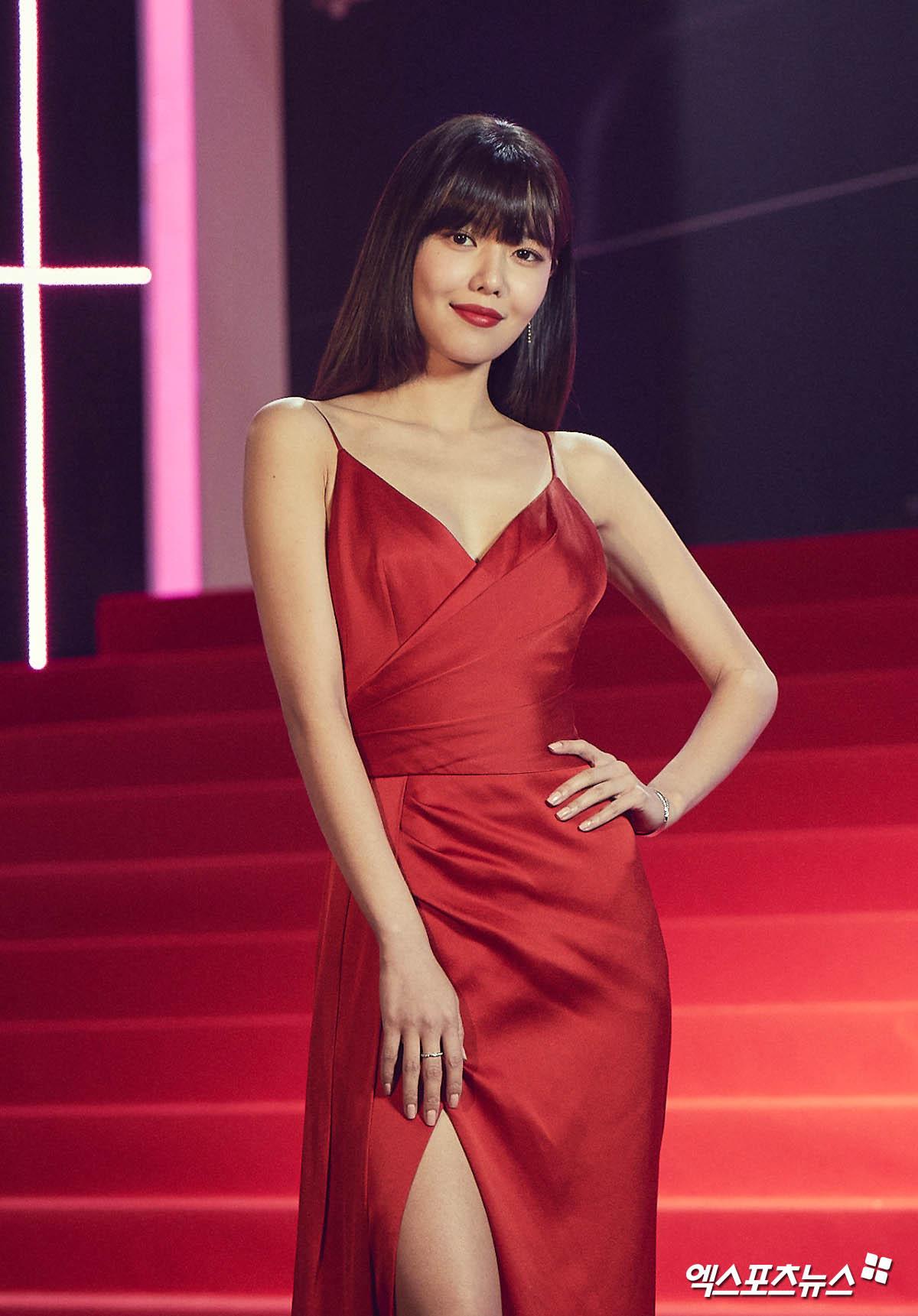 Bà hoàng thảm đỏ MAMA gọi tên Sooyoung và mỹ nhân Gia Đình Là Số 1: Người o ép, người lồ lộ vòng 3 vì đầm mỏng tang! - Ảnh 4.