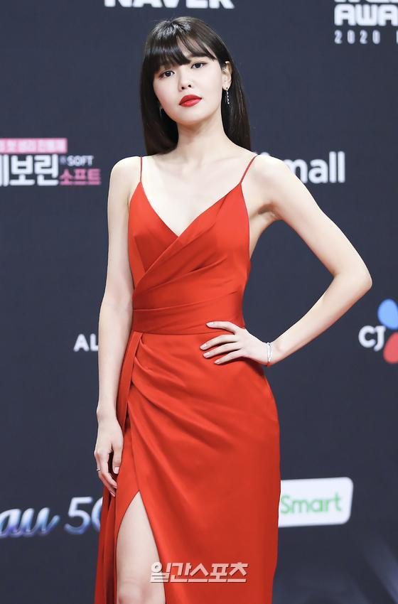Bà hoàng thảm đỏ MAMA gọi tên Sooyoung và mỹ nhân Gia Đình Là Số 1: Người o ép, người lồ lộ vòng 3 vì đầm mỏng tang! - Ảnh 5.