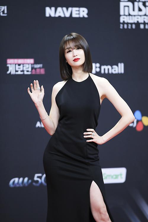 Bà hoàng thảm đỏ MAMA gọi tên Sooyoung và mỹ nhân Gia Đình Là Số 1: Người o ép, người lồ lộ vòng 3 vì đầm mỏng tang! - Ảnh 7.