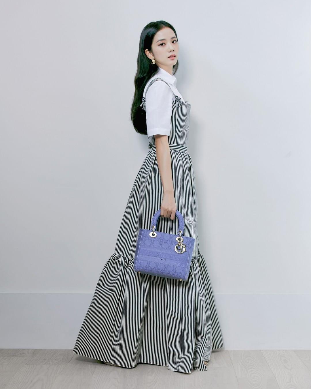 Đụng váy áo với với Jisoo, Triệu Lệ Dĩnh tuy có cách mix phá cách hơn nhưng lại bị chê như diện đồ Taobao kém sang - Ảnh 6.