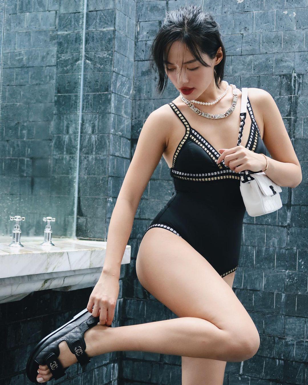 Instagram look của sao Việt tuần qua: Ngọc Trinh, Khánh Linh mix đồ bơi với giày chất chơi, riêng Lan Ngọc kín bưng dạo phố - Ảnh 2.
