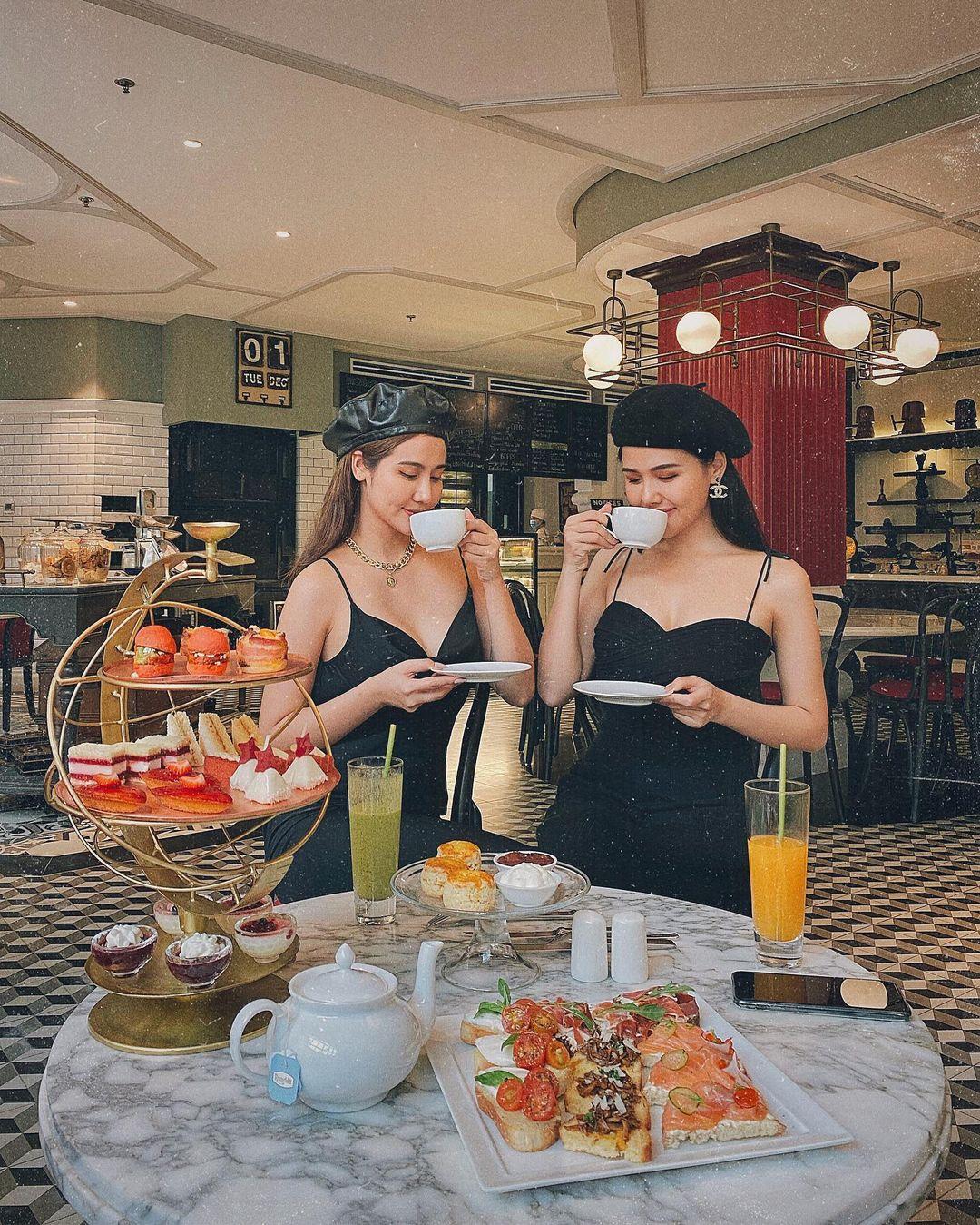 Instagram look của sao Việt tuần qua: Ngọc Trinh, Khánh Linh mix đồ bơi với giày chất chơi, riêng Lan Ngọc kín bưng dạo phố - Ảnh 14.