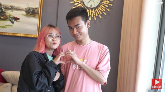 Không chịu kém cạnh Linh Ngọc Đàm và Bụt, Quang Cuốn cũng công khai trạng thái đang hẹn hò với MisThy - Ảnh 2.