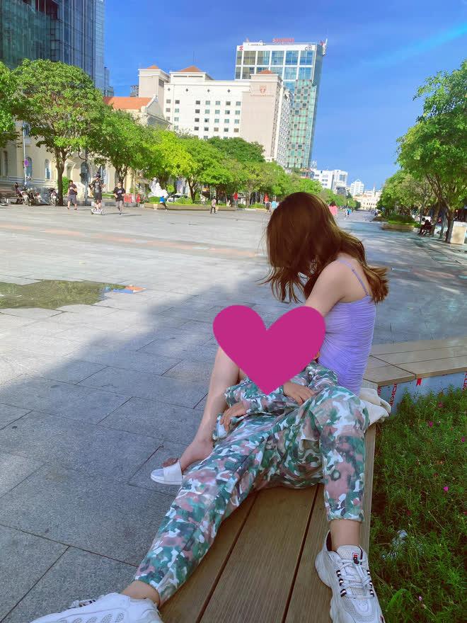 Tranh cãi ảnh Ngọc Trinh hôn chạm môi diễn viên nhí - ảnh 4