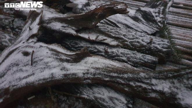 Ngay lúc này: Lào Cai tuyết phủ trắng xóa, Y Tý đẹp như châu Âu - Ảnh 4.
