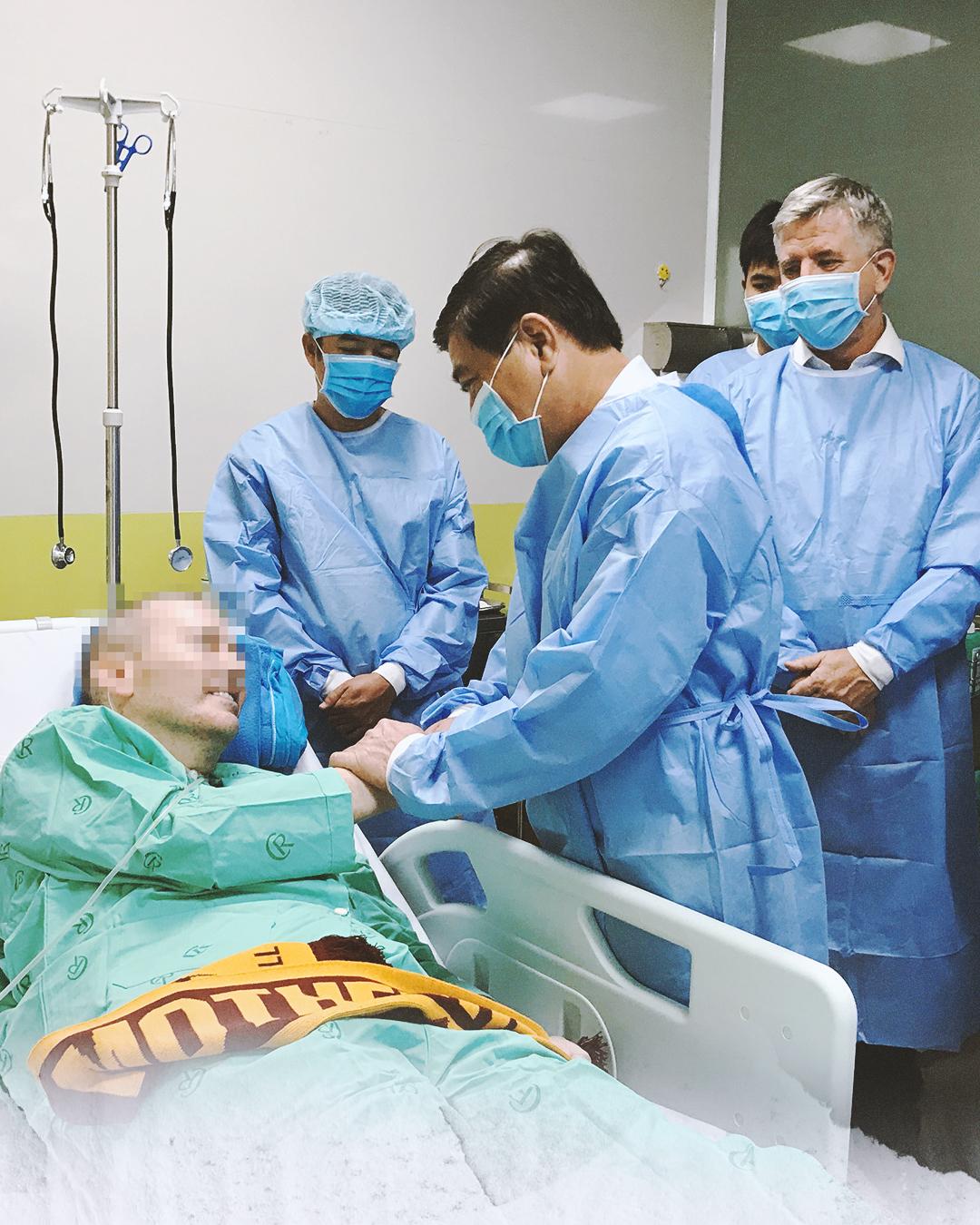 """Ký ức 116 ngày làm nên kỳ tích của nền y học Việt Nam, đưa bệnh nhân 91 nhiễm Covid-19 từ cõi chết trở về: """"Đó là điều đặc biệt nhất trong cuộc đời bác sĩ của chúng tôi"""" - Ảnh 6."""