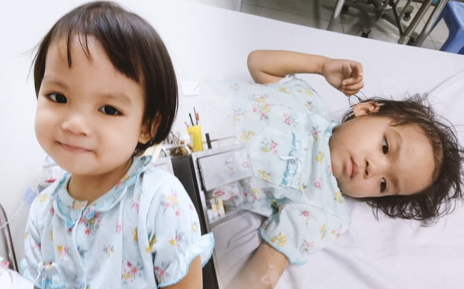 """Bé gái 4 tuổi bị ung thư phải cắt bỏ 1 bên thận và câu nói nhói lòng trước ca xạ trị: """"Bố mẹ đừng khóc, con không đau đâu"""""""
