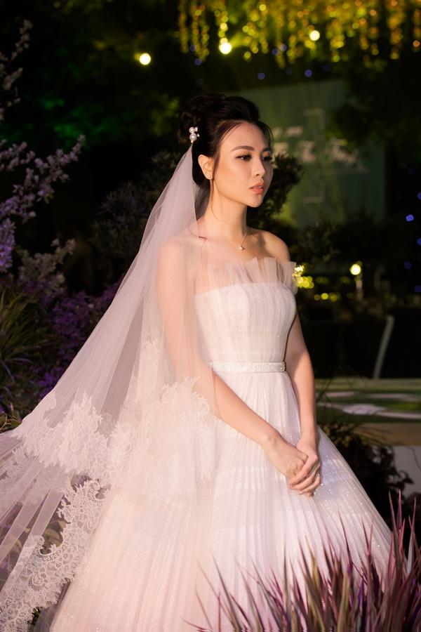 2 cặp đôi siêu hot của Vbiz: Cường Đô La - Thu Trang đơn giản nhưng vẫn xịn xò , Hà Hồ - Kim Lý lên đồ thế nào mà hút fan vậy? - ảnh 10