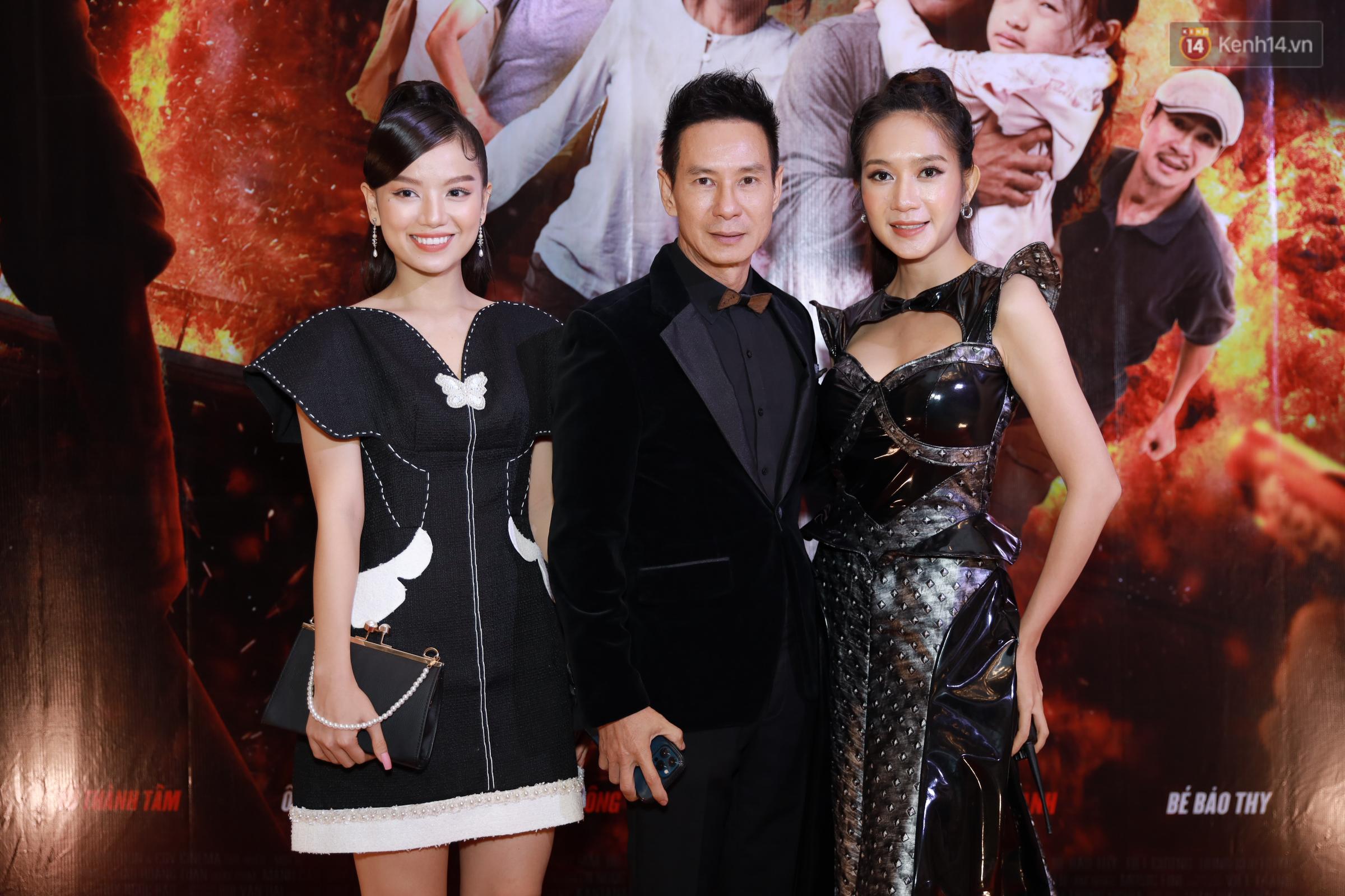 Mạc Văn Khoa xuất hiện ngọt ngào bên vợ mới cưới, bộ đôi Lý Hải - Minh Hà bám nhau tình tứ ở buổi ra mắt phim Tết Lật Mặt - Ảnh 6.