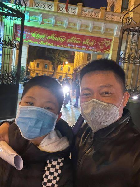 Thấy có lỗi vì bỏ bê, ít để ý xem con học thế nào, BTV Quang Minh ngỡ ngàng khi cầm tờ kết quả học tập của con trai - ảnh 4
