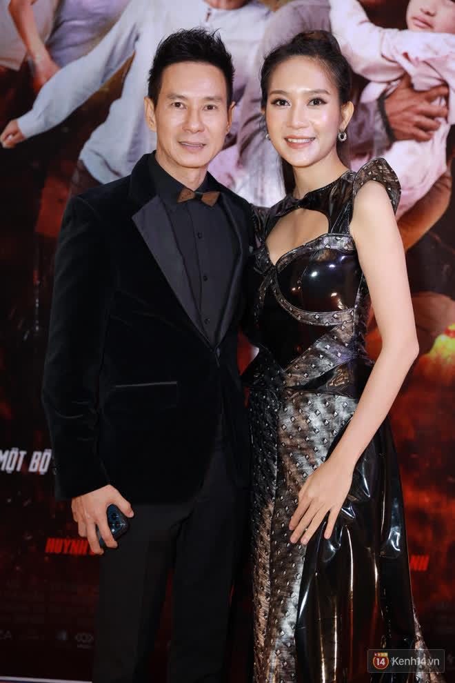 Mạc Văn Khoa xuất hiện ngọt ngào bên vợ mới cưới, bộ đôi Lý Hải - Minh Hà bám nhau tình tứ buổi ra mắt phim Tết Lật Mặt - ảnh 2