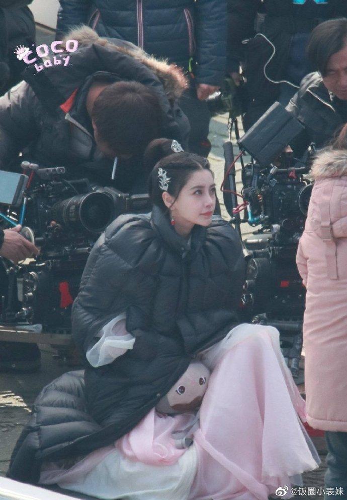 Angela Baby xinh xỉu ở phim trường Trần Duyên sau lùm xùm làm tiểu tam, nhưng nhìn kĩ thấy cằm méo lệch? - Ảnh 3.