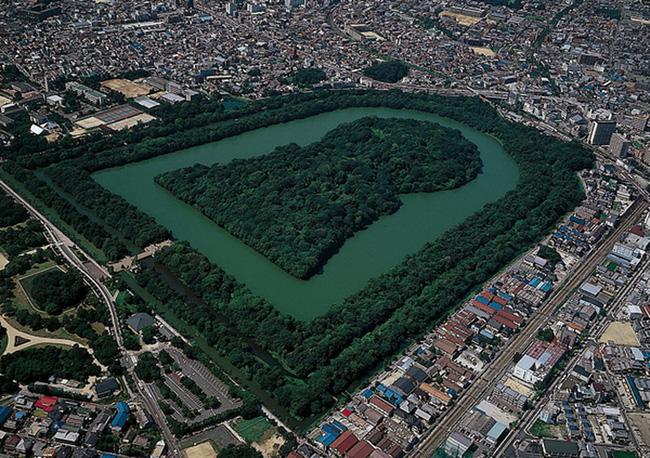 Bí ẩn khu lăng mộ lớn nhất thế giới tại Nhật Bản: Hình thù kỳ lạ, bất khả xâm phạm và là nơi yên nghỉ của Thiên hoàng thần thoại - ảnh 2