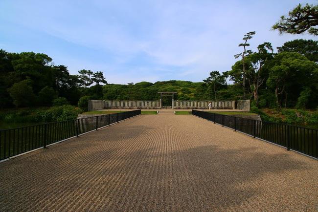 Bí ẩn khu lăng mộ lớn nhất thế giới tại Nhật Bản: Hình thù kỳ lạ, bất khả xâm phạm và là nơi yên nghỉ của Thiên hoàng thần thoại - ảnh 5