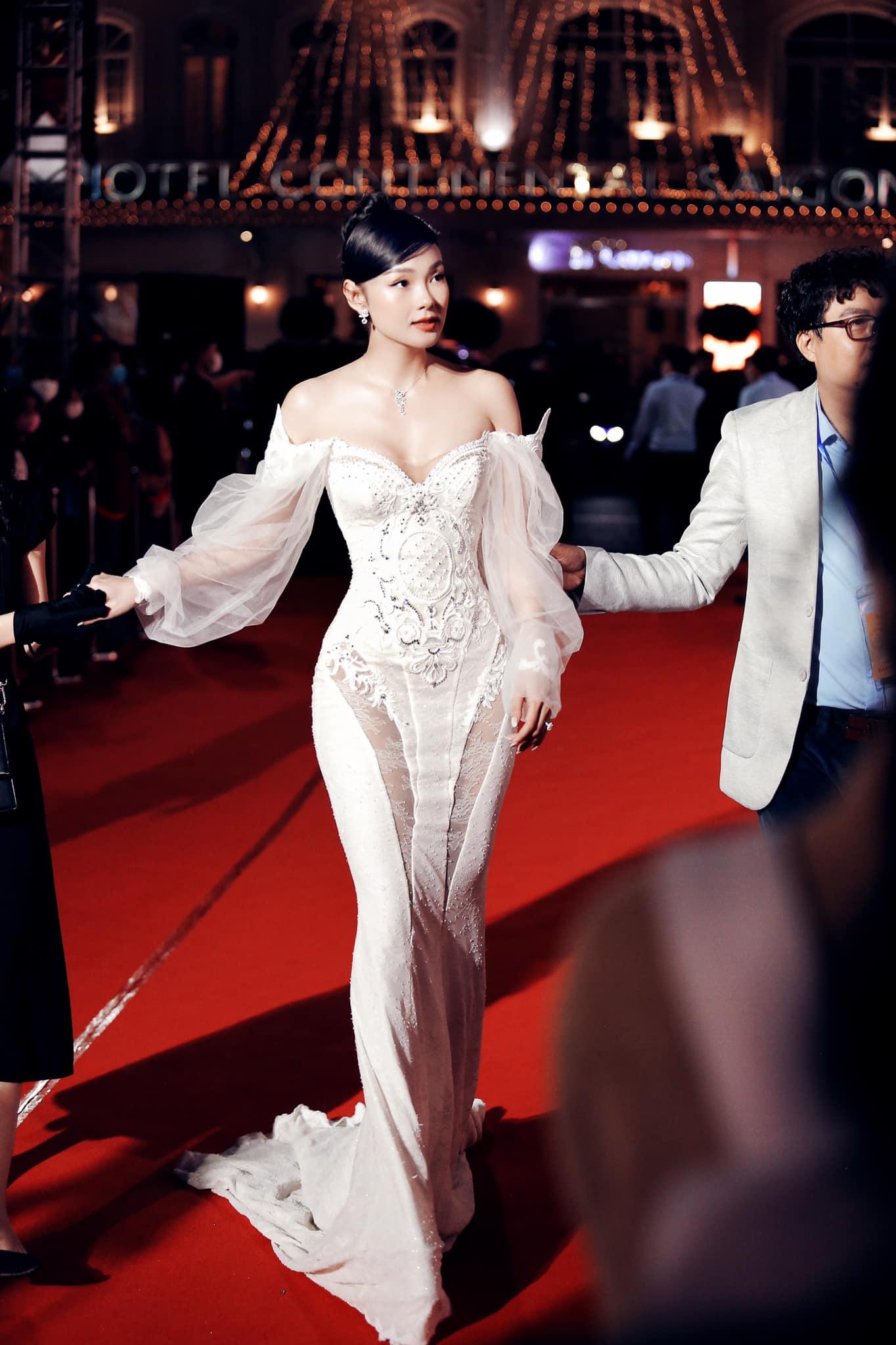 Minh Hằng khoe dáng nuột trong chiếc váy 350 triệu, ai ngờ đó chính là váy cưới của Beyoncé - Ảnh 2.