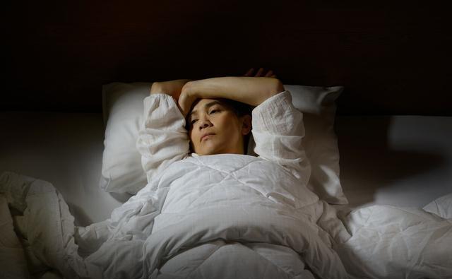 4 việc phụ nữ làm trước khi đi ngủ có thể đẩy nhanh quá trình lão hóa của cơ thể nhưng nhiều người không biết - ảnh 3