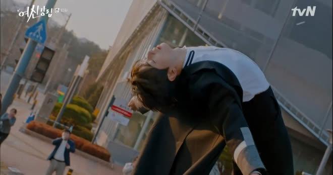 Thấy cảnh tai nạn của Cha Eun Woo ở True Beauty vô lý đùng đùng, netizen trổ tài ghép ảnh nhìn muốn xỉu á! - ảnh 2