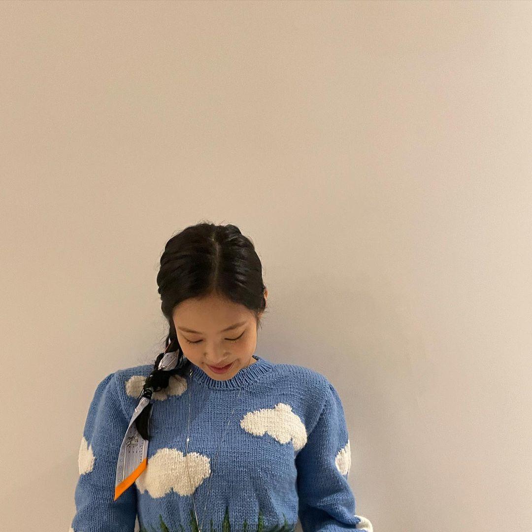 """Đã """"chậm chân"""" hơn Jisoo, Jennie còn thua thiệt vì chưa biến tấu sáng tạo bằng nhưng vẫn ghi điểm vì nhan sắc xinh tươi - Ảnh 2."""