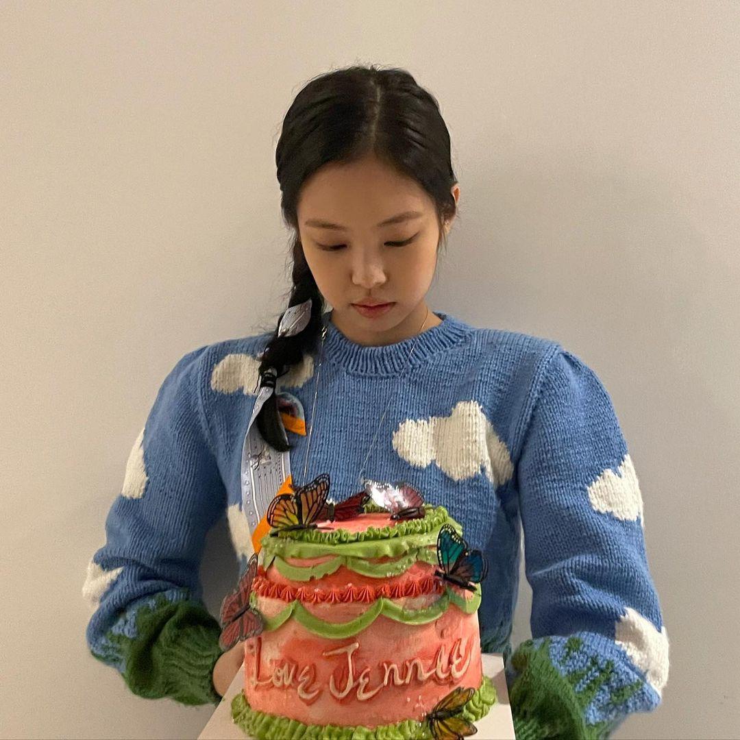 """Đã """"chậm chân"""" hơn Jisoo, Jennie còn thua thiệt vì chưa biến tấu sáng tạo bằng nhưng vẫn ghi điểm vì nhan sắc xinh tươi - Ảnh 1."""