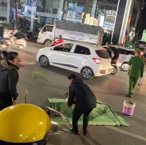 Vụ xe máy tông tử vong cụ bà khi qua đường ở Hà Nội: Thêm một nữ sinh tử vong, công an trích xuất camera điều tra - ảnh 1