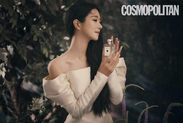 """Cùng đụng váy, """"Điên nữ"""" Seo Ye Ji bỗng hiền quá hóa nhạt trước một Suzy quá thú vị từ tạo hình tới tạo dáng - Ảnh 1."""