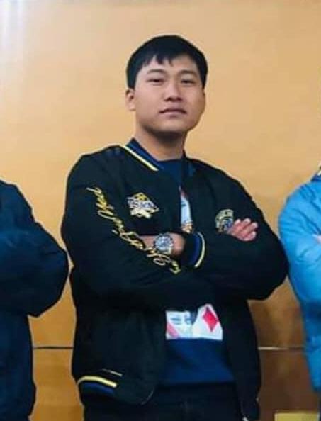 Thuyền lại ra khơi: Netizen phát hiện Hậu Hoàng & Mũi trưởng Long... diện chung 1 chiếc áo - ảnh 3