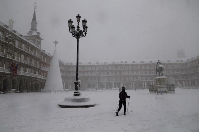 Tây Ban Nha ban bố tình trạng thảm họa tại thủ đô Madrid do bão tuyết - ảnh 1