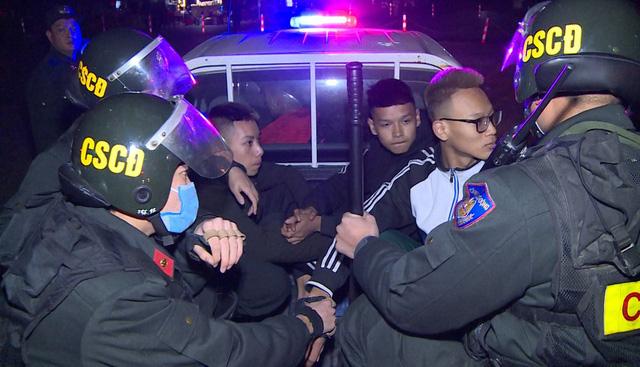 Bắt 2 nhóm đối tượng thường xuyên trêu cảnh sát cơ động - ảnh 1