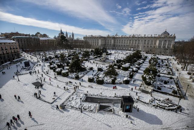 Tây Ban Nha ban bố tình trạng thảm họa tại thủ đô Madrid do bão tuyết - ảnh 3