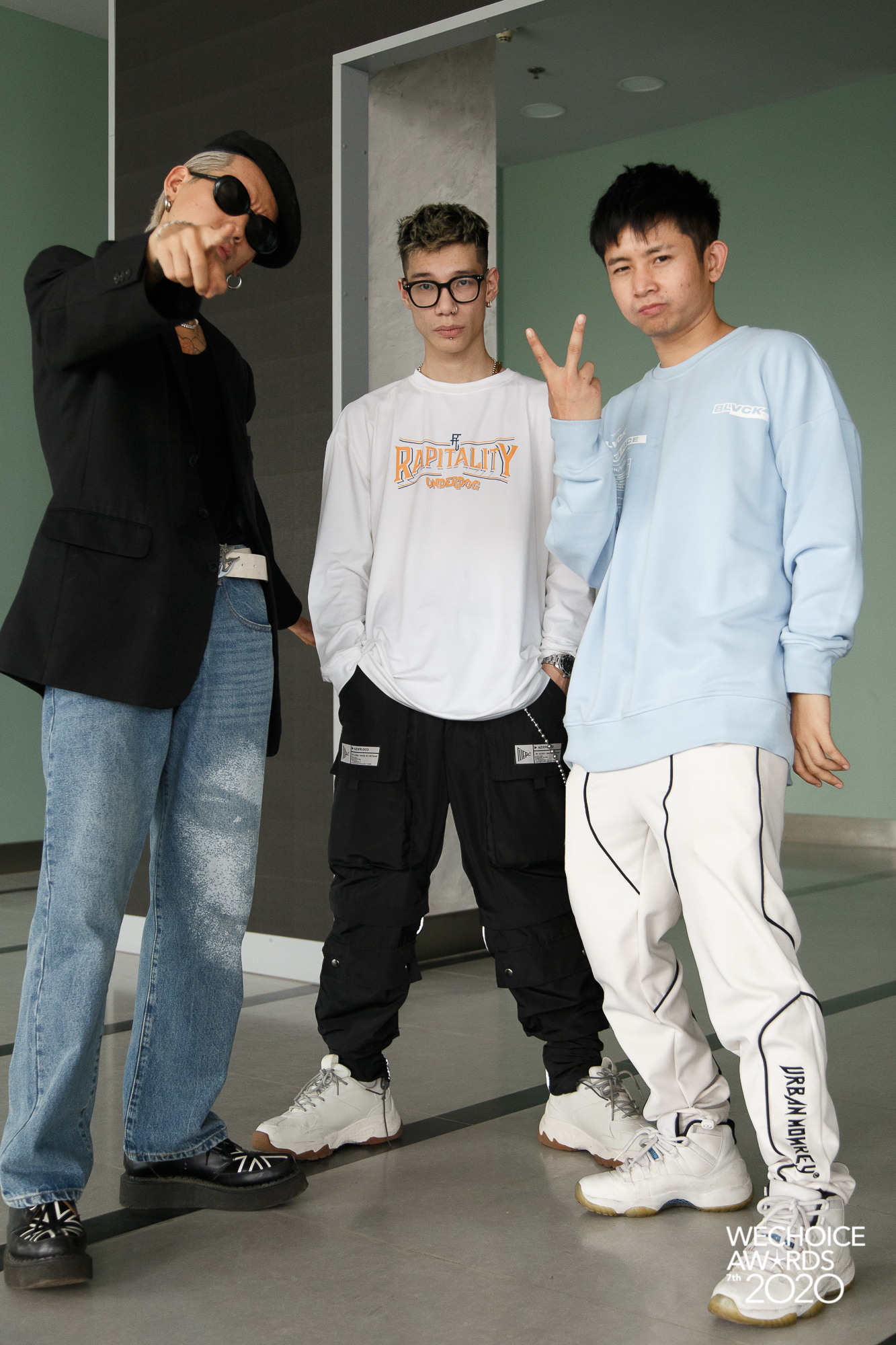 Style sao đi tổng duyệt WeChoice 2020: Hoà Minzy lên đồ trẻ trung không quên đeo khẩu trang, Hiền Hồ đeo kính râm cá tính - Ảnh 9.