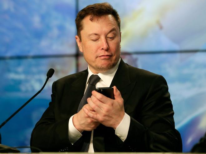 Sợ Elon Musk sa đà vào cãi nhau trên mạng, Tesla tuyển cả chuyên viên bảo vệ ông trên Twitter - ảnh 1