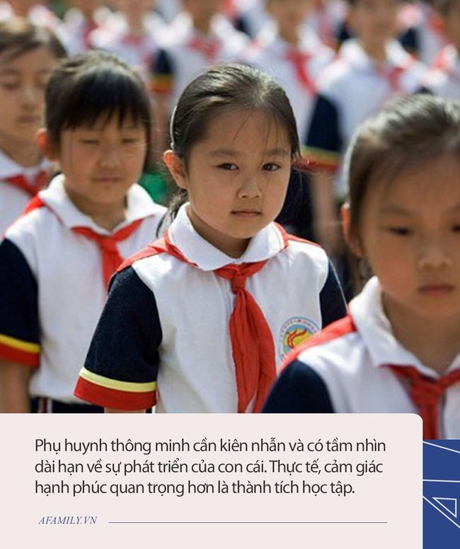 Bên trong những lớp luyện gà con khắc nghiệt nhất: 3 tuổi tự đọc sách tiếng Anh, thuộc lòng 100 bài thơ; 5 tuổi bắt đầu học Toán Olympic - Ảnh 4.