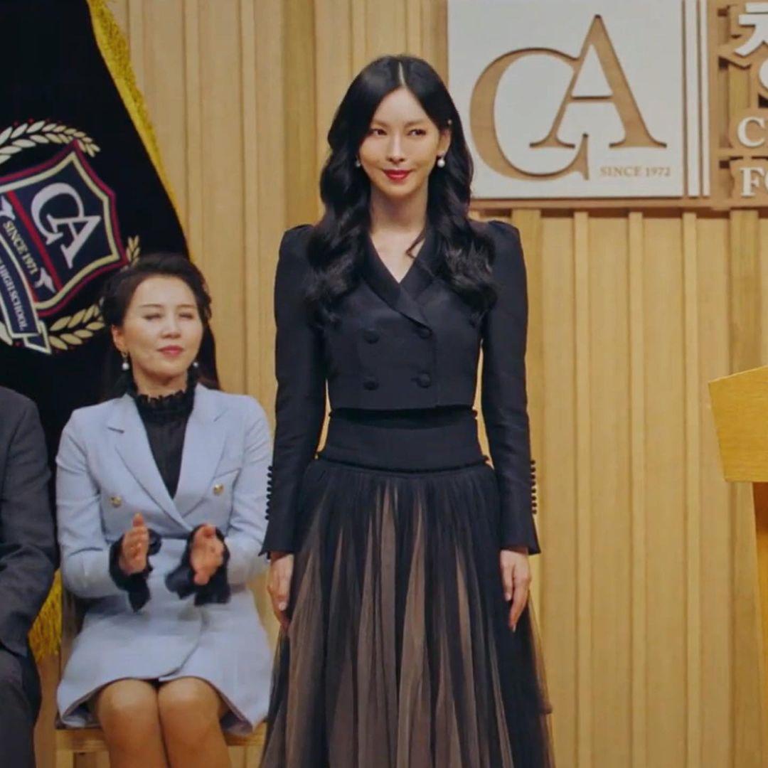 Dàn sao từ Hàn đến Việt đều mê mẩn combo váy áo hack dáng đỉnh cao, khoe eo sexy mà vẫn sang hết nút - Ảnh 4.