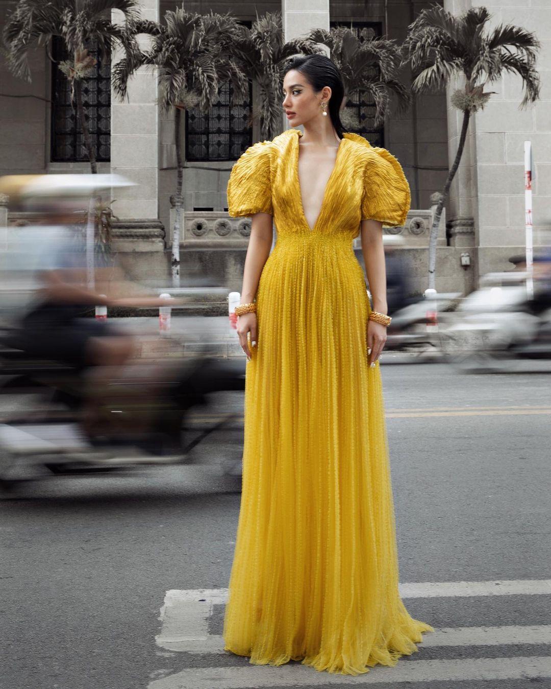 Khánh Linh như nữ thần tại WeChoice Awards, đụng váy 350 triệu của NTK Công Trí với sao ngoại mà ăn đứt - Ảnh 2.