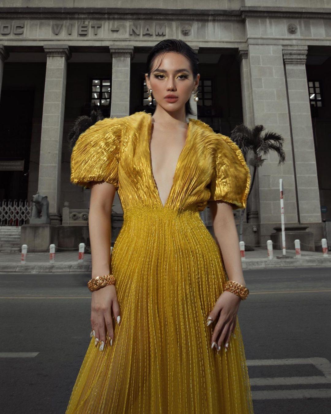 Khánh Linh như nữ thần tại WeChoice Awards, đụng váy 350 triệu của NTK Công Trí với sao ngoại mà ăn đứt - Ảnh 1.