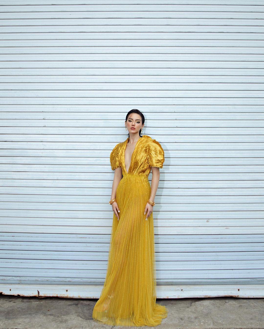 Khánh Linh như nữ thần tại WeChoice Awards, đụng váy 350 triệu của NTK Công Trí với sao ngoại mà ăn đứt - Ảnh 3.