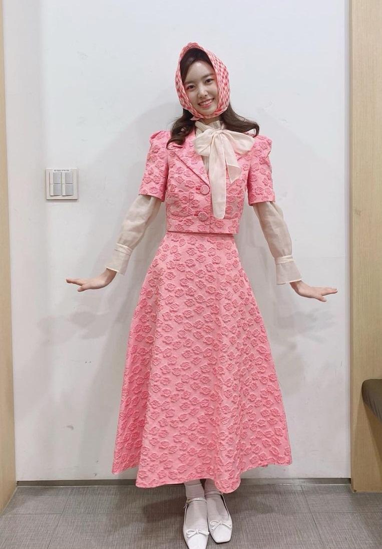 Dàn sao từ Hàn đến Việt đều mê mẩn combo váy áo hack dáng đỉnh cao, khoe eo sexy mà vẫn sang hết nút - Ảnh 6.